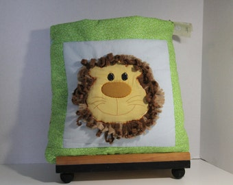 TODDLER QUILLOW- lion with a curly mane