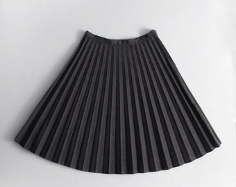 Vintage pleated wool skirt - workwear - officewear - sportswear - athleisure - tailored skirt. Slate grey, size S - L