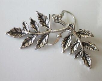 Holly Leaf Earrings, Silver Leaf Earings, Holly Dangle Earrings, Christmas Earrings, Silver Earrings