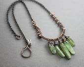 Arch with cascade of light green kyanite dagger drops copper necklace on chain - Kyanite necklace - Stone necklace - Bar necklace - NK034