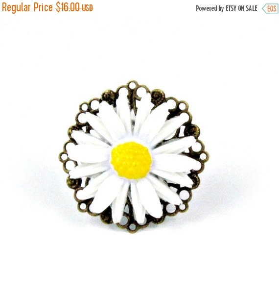 SALE, Daisy Ring Flower Cocktail Ring  Garden Wedding Cocktail Ring Yellow Ring - Daisy Jane