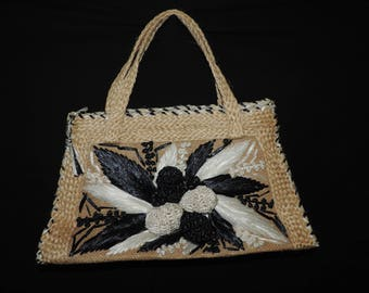 tiki flower purse 60s raffia straw top handle handbag black and white floral bag