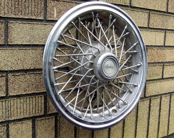 Camaro Berlinetta Wheel Cover Wire Type Hubcap 1980-81 / One of Two