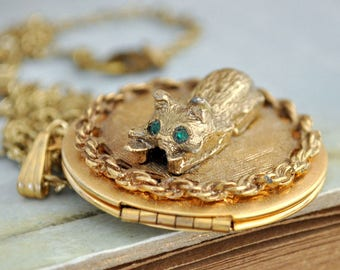 THE CAT LOCKET,  vintage 70s brass locket necklace with cute cat charm on top