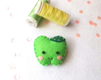 Green Apple Pin, Felt Brooch, Felt Pin, Felt fruit, Jewelry Kids, Gift for kids, Vegan Pin, Healthy food pin, Cute Patch, Kawaii Food Pin