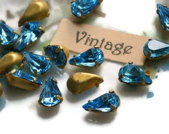 Vintage  5x8mm Swarovski Rhinestones Sapphire Prong Pronged Setting Lot Pear Shape gold Plated. #912C