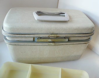 Vintage Samsonite Silouette Train Case  Ivory White Mirror and Tray