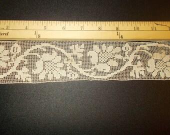 AL001 Antique Lace Filet Crochet Beige 2 1/2 inch