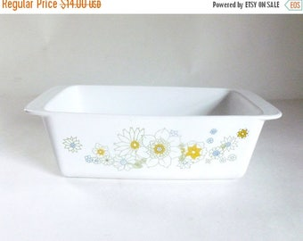 Vintage 1970's Corning 2 Quart Baking Casserole Dish with Floral Design