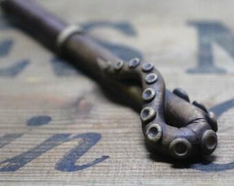 Cthulu steampunk octopus pen