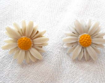 Vintage Sarah Coventry Daisy Earrings