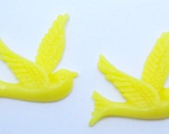 2PCS - Yellow Resin Bird Cabochons 26x28mm  Jewelry Findings by ZARDENIA