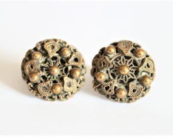 Victorian brass earrings. Screwback earrings. Vintage jewellery. Antiker Schmuck