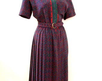 Vintage 80s Day Dress - 1980s RED and GREEN Paisley Short Sleeve Dress with Pleated Skirt and Matching Belt - Size Medium to Large 12
