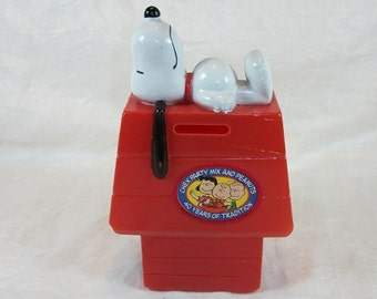 Vintage Cute and Sweet Plastic Chex Mix Snoopy Bank 1966 Celebration