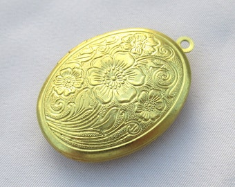 3pcs Textured Flower Oval Pendant Photo Locket for Necklace Brass Finding p050