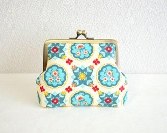 Retro folk floral coin purse with red acrylic balls [228]