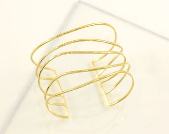 Gold plated large hand cuff bracelet, wave shpaed hammered threads, adjustable, handmade in France, Statement bracelet