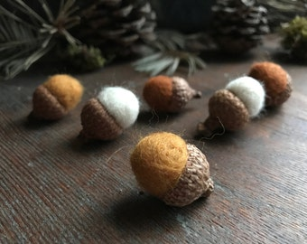 Felted wool acorns, set of 6, Saffron Yellow and Fox Brown and White, waldorf school toy, felt acorns, autumn acorn decor, woodland birthday