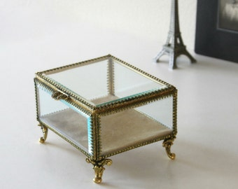 Vintage Stylebuilt Vanity Case, Jewelry Box,Footed Trinket, Showcase