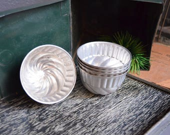 Set of 5 Vintage Jello Molds Aluminum Bowls Kitchen Decor Small Scalloped Baking Tins Bead Storage Craft Room Silver Swirl