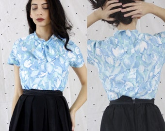 1950s 1960s Vintage VLV Tie Front button down back blouse// 60s Pastel Blue Bow Collar front// Pinup Collar Blouse Small S