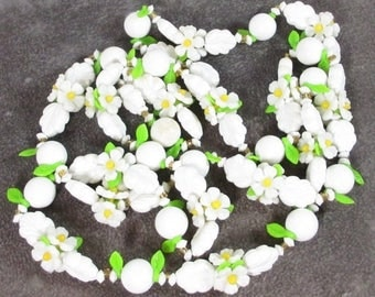 ON SALE Vintage Plastic Daisy Flower Necklace, Molded Flowers, Leaves and Beads