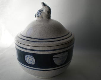 Wonderful Covered Blue and White Dedham Pottery Bunny Bowl