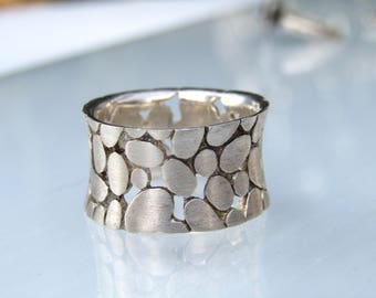 Brushed Sterling Silver Band Ring // Pebble Design Ring // Size 7.5