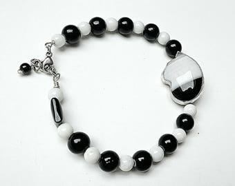 Cat bracelet silver, sterling cat bracelet, black white bracelet, black white cat, cat jewelry,  tuxedo cat, black banded agate