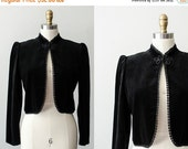 25% OFF SALE / black velvet vintage blazer / black coat / Sasson / size medium