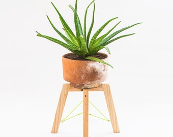 Small modern wood plant stand - Minimal handmade planter stand - Short wood planter base - Plant pot stand - Home garden accessories