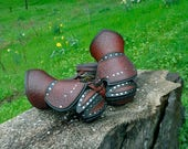 Double Leather Clamshell Gauntlets For Æinar