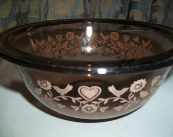 Friendship, Pyrex # 323, 1.5 Quart/1.5 Liter  Nesting Mixing Bowl