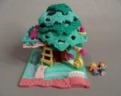 Complete. vintage Polly Pocket. 1994 Polly Pocket TREEHOUSE. Pollyville. Polly's Tree House. Lulu. 90s Miniature Dolls. Tiny World. Bluebird