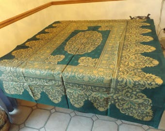 """Delightful Brazilian large  100% cotton tablecloth by Wilton Court 70""""x 50""""/ 178 cm x 127 cm, Green and gold. banquet New with defect"""