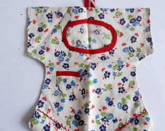 Small Vintage Novelty Clothespin or Sewing Bag