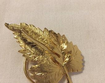 Vintage Goldtone Leaf Jeri Lou Scarf Clip