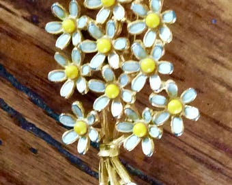 Free Shipping /Vintage Weiss Floral Daisy Bouquet Brooch Pin/ Goldtone Enamel Pin/ Mod Pin