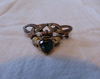 vintage green crystal irish claddah pin antiqued gold tone signed solo'o'r