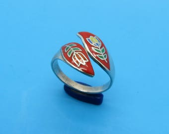 Sterling Wrap-around Ring with Contempory Floral Design - Size 6 3/4