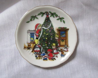 Christmas tree children decorating plate/Rings and things/single cupcake plate ,charming, glass,deck the halls