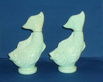 Vintage Avon Fish Elusive Foaming Bath Oil 5 fluid ounces, Jade Glass, Green Glass, Green Milk Glass