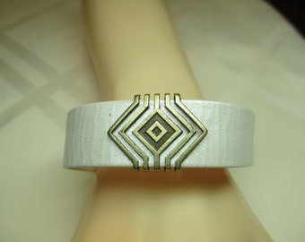 Leather Bracelet in Metallic White and Antiqued Gold
