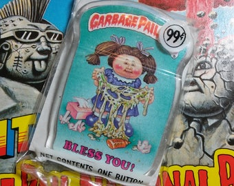 Unopened 1986 Garbage Pail Kids BLESS YOU button
