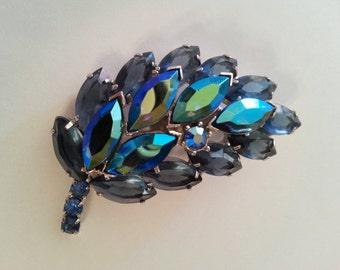 D&E Juliana quality vintage leaf brooch - gorgeous colors