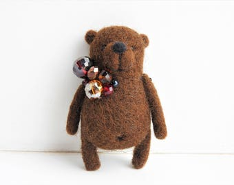 Needle Felted Brown Bear brooch / Handmade / gift for kids / Mothers day gift / Eco friendly jewerly / Kids jewerly