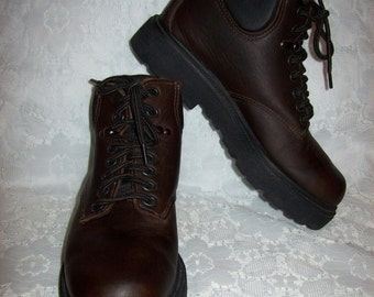 Vintage Ladies Brown Leather Lace Up Ankle Boots by Eastland Size 6 1/2 Only 14 USD