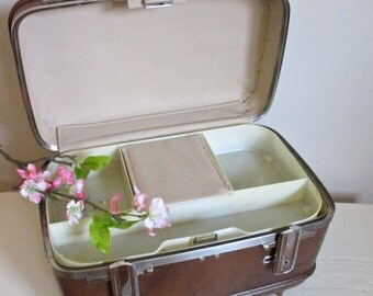 Train Case American Tourister, Vintage Chocolate Brown Small Luggage with TRAY and MIRROR, Carry On Wedding Honeymoon, Perfect Sewing Basket