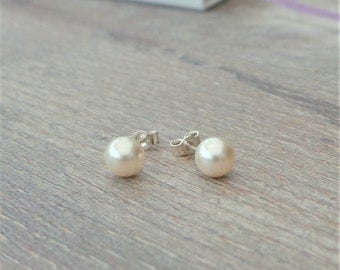 Simple pearl stud earrings